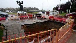 the hole agujero socavón tres poetas